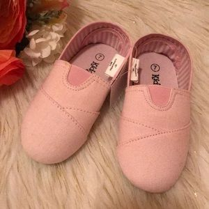 Other - New!! Girls size 7 slip on tom like shoes